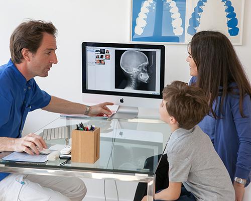 Dr Antoine Thillard avec patients